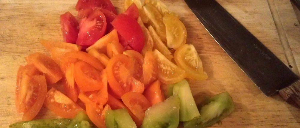 essentiel de cuisine: couteau et pierre